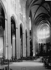 Cathédrale Notre-Dame - Nef vue de l'entrée