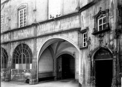 Hôtel de ville - Porche