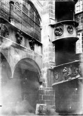 Hôtel de ville - Escalier sculpté