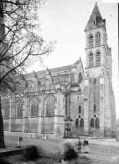 Cathédrale Saint-Lazare - Clochers ouest et partie de la façade nord