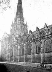 Cathédrale Saint-Lazare - Clocher central et partie de la façade nord