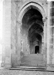 Cathédrale Saint-Lazare - Escalier