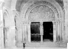 Cathédrale Saint-Lazare - Porche