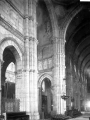 Cathédrale Saint-Lazare - Croisée