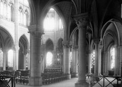 Abbaye Sainte-Colombe - Vue diagonale de la nef