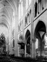 Eglise Saint-Germain - Nef vue de l'entrée