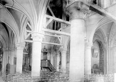Eglise Saint-Martin - Vue diagonale de la nef