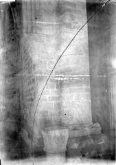 Eglise Notre-Dame - Base de pilier,  bénitier
