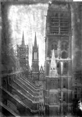 Ensemble archiépiscopal - Arcs-boutants et tours