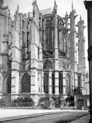 Cathédrale Saint-Pierre - Abside, au sud