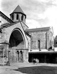Ancienne abbaye - Porche et clocher