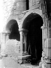 Eglise et son cloître - Cloître : Arcades à l'angle nord-est