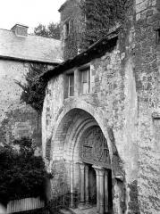 Eglise et son cloître - Eglise : Façade ouest