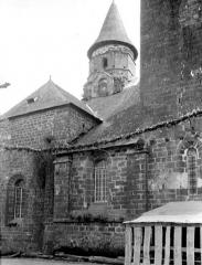 Eglise Saint-Pierre ou Saint-Sauveur - Façade nord avant restauration des toitures
