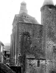 Eglise Saint-Pierre ou Saint-Sauveur - Angle sud-ouest, avant restauration des toitures