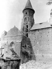Eglise Saint-Pierre ou Saint-Sauveur - Façade est : Abside, clocher et transept nord