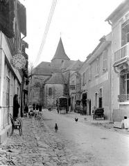 Eglise Saint-Etienne - Rue et église