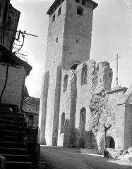Ancienne abbaye Saint-Pierre - Eglise : Façade sud et clocher