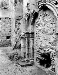Ancienne abbaye Saint-Pierre - Eglise : Portail de la façade ouest