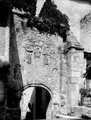 Ancienne abbaye Saint-Pierre - Eglise : Portail de la façade sud