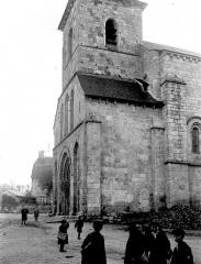 Eglise abbatiale Saint-André et Saint-Léger - Façade ouest en perspective