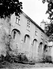 Ancien prieuré ou château - Château, côté nord : Façade accolée à l'église