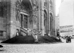 Cathédrale Notre-Dame - Portail et degrés