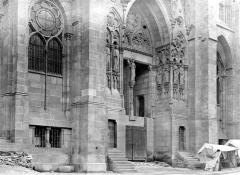 Cathédrale Notre-Dame - Portail avant les degrés