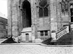 Cathédrale Notre-Dame - Degrés et fenêtres