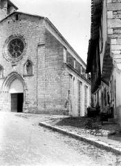 Collégiale Saint-Martin et maisons adossées à son chevet - Angle sud-ouest