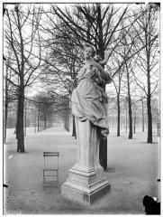 Palais du Louvre et jardin des Tuileries - Statue de l'Eté