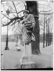 Palais du Louvre et jardin des Tuileries - Statue de l'Hiver