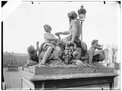 Palais du Louvre et jardin des Tuileries - Statue de La Seine et de La Marne