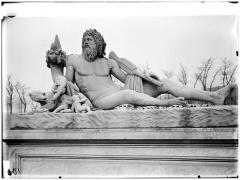 Palais du Louvre et jardin des Tuileries - Statue duTibre