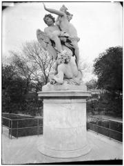 Palais du Louvre et jardin des Tuileries - Statue de Borée enlevant Orythie, allégorie de l'air