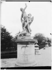 Palais du Louvre et jardin des Tuileries - Statue de Saturne enlevant Cybèle, allégorie de la terre