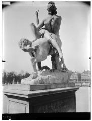 Palais du Louvre et jardin des Tuileries - Statue du centaure Nessus enlevant Déjanire