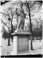 Palais du Louvre et jardin des Tuileries - Statue d'Agrippine