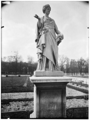 Palais du Louvre et jardin des Tuileries - Statue de La Comédie