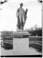 Palais du Louvre et jardin des Tuileries - Statue de Flore