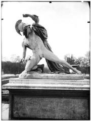 Palais du Louvre et jardin des Tuileries - Statue d'Alexandre