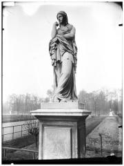 Palais du Louvre et jardin des Tuileries - Statue de La Prisonnière barbare, Veturie, Le Silence