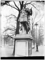 Palais du Louvre et jardin des Tuileries - Statue de Jules César