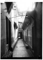 Passage des Panoramas et ses galeries annexes (galeries Feydeau, Montmartre, Saint-Marc, galerie des Variétés, ancienne boutique du graveur Stern) - Entrée de service