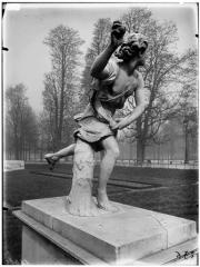 Palais du Louvre et jardin des Tuileries - Statue d'Hippomène