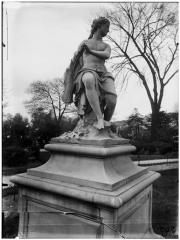 Palais du Louvre et jardin des Tuileries - Statue de la Nymphe au carquois, nymphe de la chasse