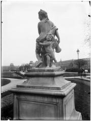 Palais du Louvre et jardin des Tuileries - Statue de la Nymphe de la chasse, nymphe au carquois