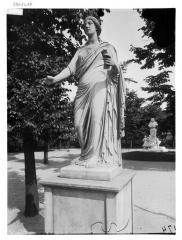 Palais du Louvre et jardin des Tuileries - Statue de Polymnie, Clio, l'Eloquence