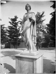 Palais du Louvre et jardin des Tuileries - Statue d'Uranie, Calliope