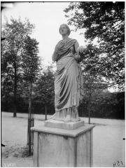 Palais du Louvre et jardin des Tuileries - Statue de Thalie, Uranie